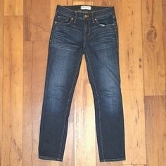 Madewell Skinny Ankle Jeans Dark wash with artistic whiskering around front pockets, slight stretch, softer material jeans (but not legging, fabric still has some structure)  8in rise 26in inseam Like new condition Madewell Jeans Ankle & Cropped