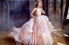 Ben jij niet op zoek naar een traditionele trouwjurk en zoek je juist iets bijzonders? Deze 25 niet traditionele trouwjurken met kleur zijnvoor jou!