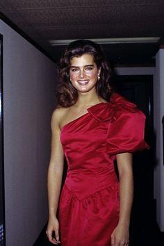 80s Fashion, Vintage Fashion, Brooke Shields Young, Vaquera Sexy, Divas, Famous Women, Child Models, Celebrity Dresses, Satin Dresses