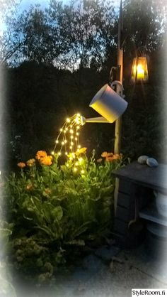 Glowing watering can made with fairy lights! Get the fairy lights here DIY Glowing watering can made with fairy lights! Get the fairy lights here. Solar Lights, Fairy Lights, Ideas Para Decorar Jardines, Glow Water, Luz Solar, Solar Led, Crystal Garden, Backyard Lighting, Outdoor Lighting