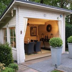 backyard studio is usually a shed or granny flat you put to good purpose by building or renovating it to serve as a studio. A backyard studio can be a Backyard Studio, Backyard Sheds, Backyard Retreat, Backyard Gazebo, Backyard Storage, Cozy Backyard, Garden Sheds, Outdoor Storage, Garden Houses