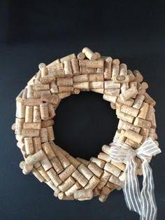 RevamperDesigns: How to make a wine cork wreath Wine Craft, Wine Cork Crafts, Wine Bottle Crafts, Diy Craft Projects, Decor Crafts, Diy Crafts, Wine Cork Wreath, Crafty Craft, Fine Wine