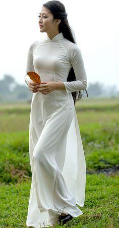 Vietnamese Traditional Dress, Vietnamese Dress, Traditional Dresses, Beautiful Girl Image, Beautiful Asian Women, Vietnam Girl, Ao Dai, Sexy Asian Girls, White Girls
