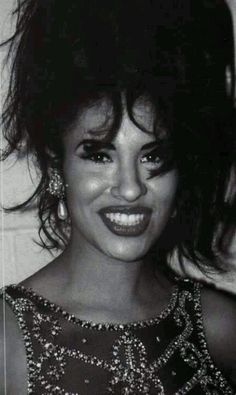 Selena Quintanilla Perez, Selena Mexican, Selena And Chris Perez, Selena Pictures, Iconic Women, Her Smile, Celebs, Celebrities, Best Face Products