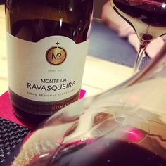 Last red for 2017: MONTE DA RAVASQUEIRA VINHA DAS ROMAS 2013 from Monte da Ravasqueira. Wonderful portuguese red wine from Alentejo, aged for 20 months in french oak, a coupage of Syrah and Toriga Franca.  @monte_da_ravasqueira #montedaravasqueira #vinhadasromas #alentejowines #alentejo #oakaged #syrah #tourigafranca #redwinefromportugal #redwine #rotwein #coupage #portugal #smartphonephotographer #lastred #lastred2017