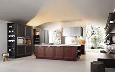 Cucina di stile classico - Un modello con isola centrale, colonna su una parete laterale e mensole sull'altra