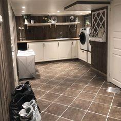 Vaskerom, skap fra Ikea. Hanging Canvas, Interior Design Studio, Modern Kitchen Design, Bathroom Inspiration, Ikea, Interior Decorating, Layout, House Design, Home Decor