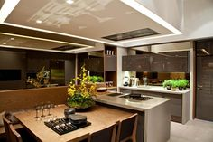 http://keepmihome.com/wp-content/uploads/2014/10/elegant-dining-kitchen-design-with-steel-stainless-backsplash-as-well-wooden-table-feat-chair-801x533.jpg