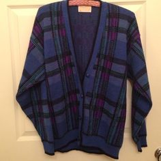 VINTAGE PENDLETON WOOL SWEATER CARDIGAN SIZE M Old Skool Pendleton button up wool sweater cardigan. So adorable, perfect for winter. Size medium. A few holes on sleeve and near buttons. Pendleton Sweaters Cardigans