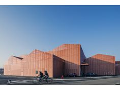 Manuelle Gautrand Architecture designed the new Forum for sports, entertainment and festivals that is about to open in the centre of in Saint-Louis. Saint-Louis is the archetype of a borderland, in a region straddling three borders - France, Germany and Switzerland.