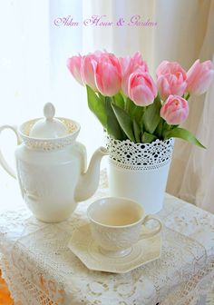 Happy Mother's Day! It is a beautiful sunny and warm spring day here on the Island......perfect for a Mother's Day Tea....