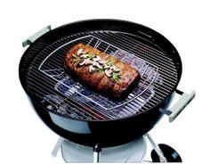 """De barbecue, ook wel vaak afgekort BBQ genoemd is alles behalve 'fast food'. De barbecue moet eerst goed smeulen en het vlees en de andere ingrediënten vragen om een goede voorbereiding:  lekker marineren of kruiden, mooie prikkers maken en kip eventueel voorkoken. Maar voordat u geïnspireerd door inspiratie, tips en heel veel lekkere recepten aan de slag gaat voor een gezellige en smakelijk barbecue stellen we ons de vraag stellen: """"Waaruit bestaat een barbecue?"""""""
