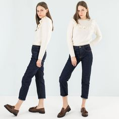 Five pockets jeans made with japanese selvedge denim: straight fitting and cropped on the ankle. Basically a collection piece! #Lazzari #LazzariStore #LazzariGirl #jeans #selvedge