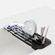Designstuff offers a wide online selection of kitchen accessories, including this Tower Sink Drainer Rack Black by Japanese brand Yamazaki. Shop now! Interior Styling, Interior Decorating, Japanese Dishes, Dish Racks, Kitchen Equipment, Black Kitchens, Japanese Design, Interior Design Kitchen, Kitchen