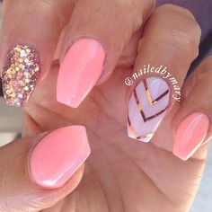 In seek out some nail designs and ideas for your nails? Here is our list of 30 must-try coffin acrylic nails for stylish women. Fancy Nails, Gold Nails, Trendy Nails, Pink Nails, My Nails, Pink Manicure, Uñas Color Coral, Coral Chevron, Ballerina Nails