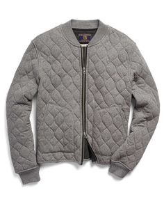 Our onion quilted bomber is the perfect transition piece. A smart fabric mix – jersey on the exterior, poly fill and a waffle rice thermal lining – keeps you warm without overheating. Finished with ribbed neck trim and sleeve cuffs, a two-way exposed zipper and two applied pockets.  Exclusive rice thermal, jersey knit and poly. Ribbed neck trim and sleeve cuffs. Two-way exposed zipper. Two applied pockets. Champion logo. Made in Canada. Machine wash.