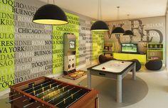 Que tal uma sala de jogos com bar? Ou uma em estilo retrô? Confira 5 dicas para decorar esse espaço de lazer e diversão na sua casa.