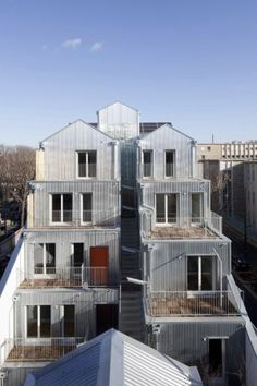 Housing in Paris rue Pierre Rebiere Paris XIII by Stephane Maupin architect photo by Cecile Septet Social Housing Architecture, Space Architecture, Residential Architecture, Contemporary Architecture, Apartment Plans, Architectural Features, Metal Homes, Built Environment, Le Corbusier