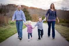 Fall outdoor family photo session, what to wear for family pictures, family photography inspiration.