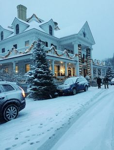 Let it snow ️️ . Snowy Christmas Scene, Merry Little Christmas, Winter Christmas, Christmas Home, Xmas, Christmas Scenes, Diy Home Decor Rustic, Christmas Aesthetic, Winter Scenes