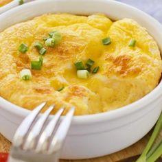 Receita de Mandioquinha com Queijo ao Forno - 1 kg de mandioquinha(batata baroa)cozida e passada pelo espremedor , sal e pimenta do reino a gosto , 4 ovos s...