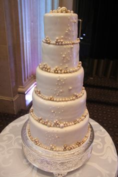 These fondant pearls emulating champagne bubbles make this wedding cake absolutely breathtaking!