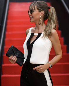 I like the top, but then I like b&w clothes. Urban Fashion Trends, Spring Fashion Trends, Blouse Styles, Blouse Designs, Casual Dresses, Fashion Dresses, Workwear Fashion, Classy Outfits, Casual Chic