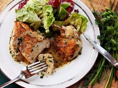 Easy Pan-Roasted Chicken Breasts With White Wine and Fines Herbes Pan Sauce I'm cookin this tonite! In love with Serious Eats! Pan Sauce For Chicken, Pan Seared Chicken, Roasted Chicken Breast, Roast Chicken, Serious Eats, White Meat, White Wine, Food Lab, Fodmap Recipes