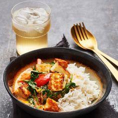 Pesto and pine nut tart - Clean Eating Snacks Raw Food Recipes, Vegetarian Recipes, Healthy Recipes, Clean Eating Snacks, Healthy Eating, Healthy Food, Eating Raw, Halloumi, Good Food