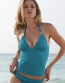Supposedly unretouched photos of Victoria's Secret model Doutzen Kroes look perfect to us, what do you think? Fashion Models, Fashion Show, Fashion Outfits, Coach Outlet, Doutzen Kroes, Model Outfits, Victorias Secret Models, Bikini Photos, Photography Poses