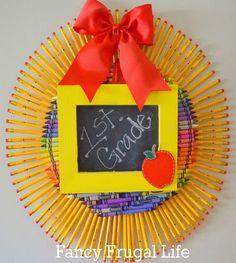 Corona de lápices para el día del maestro