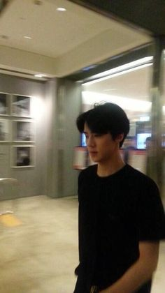 Natural and authentic photo. Its blurry and he still lookin' fine!