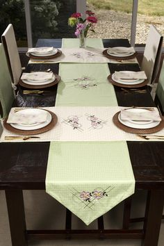 Set a full dining room table with project instructions from Michelle Mishler on her Horizon Memory Craft 12000.