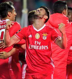#pizzi Benfica Wallpaper, Wall Collage, Soccer, Sports, Twitter, Stadium Of Light, Football Memes, Amor, Celebs