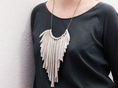 Tutorial fai da te: Come fare una collana con frange in fettuccia via DaWanda.com