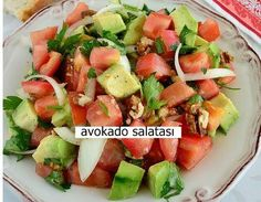 Avokado hem çok faydalı hem de çok lezzetli bir meyve. Cobb Salad, Salsa, Ethnic Recipes, Food, Eten, Meals, Salsa Music, Diet