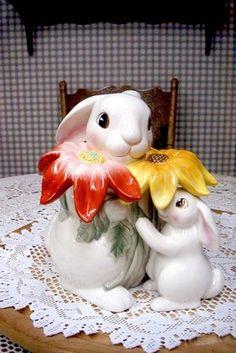 FITZ & FLOYD BUNNY RABBIT MAMA & BABY FLOWER COOKIE JAR