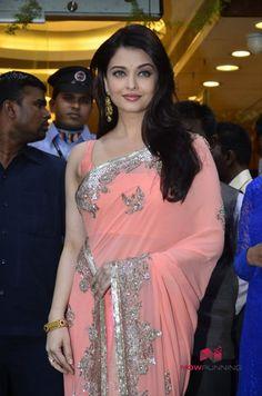 Aishwarya Rai Inaugurates Kalyan Jewellers