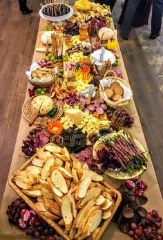 How To Create a Charcuterie Cheese Board for Christmas Appetizers and Party Food.- How To Create a Charcuterie Cheese Board for Christmas Appetizers and Party Foods My Charcuterie board Appetizers Table, Meat Appetizers, Appetizers For Party, Appetizer Recipes, Easy Food For Party, Wedding Appetizer Table, Appetizer Table Display, Party Food Table Ideas, Food Tables