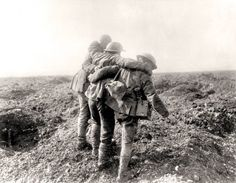 WWI, Hill Soldiers aid a comrade wounded in a 1915 battle, two years before the Canadians captured Hill 70 from the Germans and kept it. Canadian Soldiers, Canadian Army, Canadian History, Ww1 Pictures, Historical Pictures, World War One, First World, Remembrance Day, World History