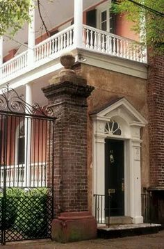 "Tradd Street, Charleston Also, loved the book, ""The House on Tradd Street"". Downtown Charleston Sc, Charleston Gardens, Charleston Style, Charleston Homes, Charleston South Carolina, Carolina Usa, The Beautiful South, Beautiful Homes, Beautiful Places"