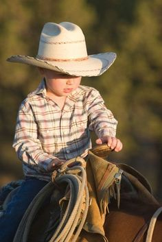Country living cowboys little cowboy, cowboy, cowgirl и cowb Cowboy Baby, Little Cowboy, Cowboy Up, Cowboy And Cowgirl, Cowboy Humor, Camo Baby, Cute N Country, Country Girls, Country Life