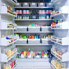 If you're feeling unproductive today, here is an organized pantry done by @the_home_edit for Gwyneth Paltrow to inspire you today to get organized 😉