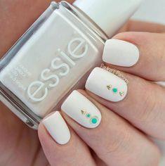 Unique Nail Art for Spring | DIY Nails by Makeup Tutorials at http://www.makeuptutorials.com/nail-designs-spring-nail-art