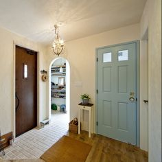 輸入ドア/玄関ディスプレイ/小さいテーブル/塗り壁/無垢フローリング/アーチ入口…などのインテリア実例 - 2017-03-15 21:42:38   RoomClip(ルームクリップ)