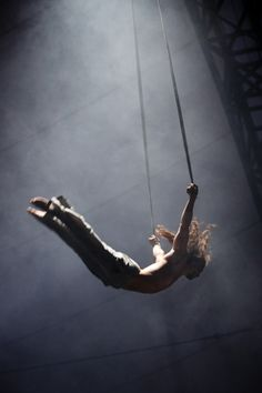 August Dakteris performing in the BIANCO circus show.