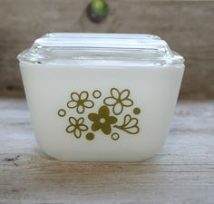 Vintage Pyrex Spring Blossom small 1.5 cup glass container - 1970s.