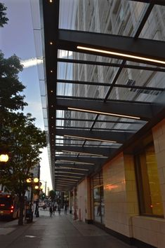 Storefront lighting for marquis retail establishment – KlikUSA Technical Architecture, Canopy Architecture, Facade Architecture, Restaurant Entrance, Restaurant Exterior, Entrance Lighting, Facade Lighting, Awning Lights, Canopy Lights
