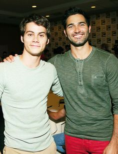 July 19 Teen Wolf signing booth in Comic Con Teen Wolf Derek, Teen Wolf Boys, Teen Wolf Dylan, Teen Wolf Cast, Dylan O'brien, Tyler Hoechlin, Meninos Teen Wolf, Teen Wolf Ships, Charlie Carver