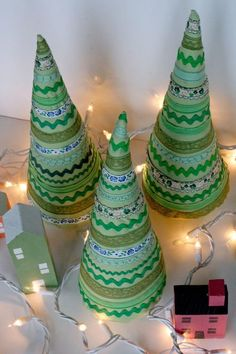 Trimmed Christmas Tree Pattern | Get ready to 'trim the tree' with this fun Christmas craft!